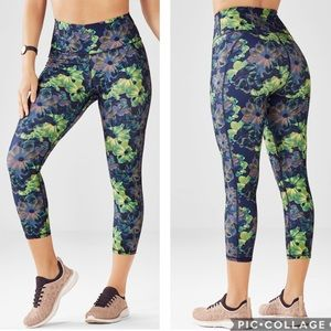 Fabletics High-Waisted Printed PowerHold Capri XS